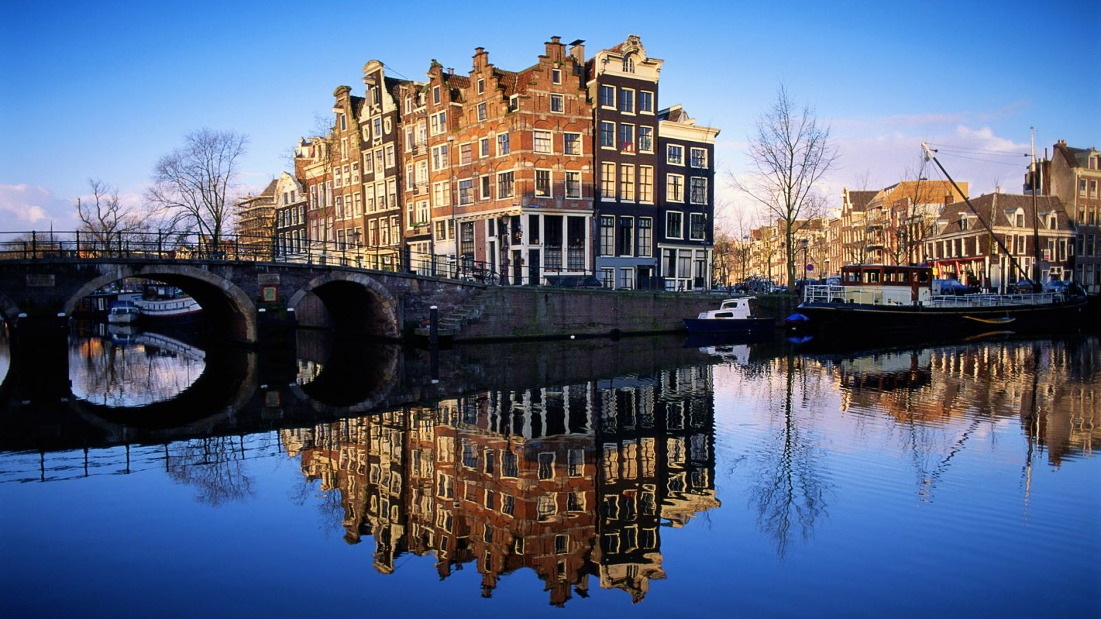 Amsterdam,%20Immigration%20Netherlands.j